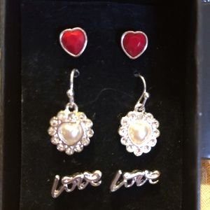 THREE LOVE 💕 EARRINGS SET VERY CUTE💖WITH BACKING